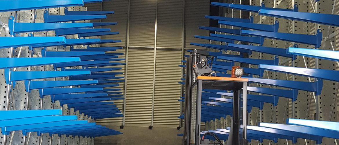 STACK-iT Cantilever racking with guide rails and hubtex forklift